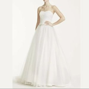 NWT Strapless Ruched Bodice Wedding Dress Size 4